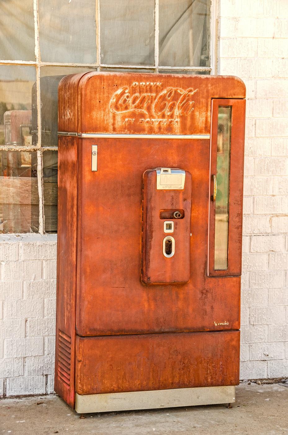 Alter Coca-Cola-Automat